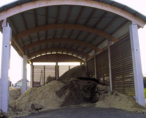 Lager für Holzhackschnitzel in Ständerbauweise mit geschlitzten Seitenwänden