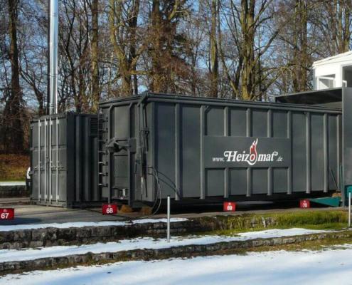 Zwei Schubbodencontainer als Hackschnitzellager mit Edelstahlkamin