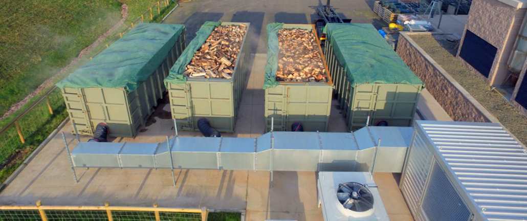 Grüne Container zur Holztrocknung